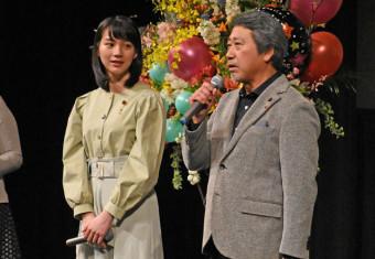 映画の魅力や舞台裏について話す(左から)のんさん、杉山泰一監督