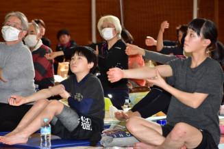 競技力向上や疲労回復につながるコンディショニングを学ぶ参加者たち
