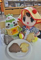 雫石町をかわいくおいしく発信する、しずくちゃん(右)とケキョきちのクッキー