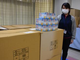 大船渡市が医療機関などに配布する備蓄マスク。震災の支援物資を活用する