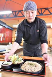 風味が際立つ寒ざらしそばと天ぷらが味わえる春乃家の「春の天ぷらセット」