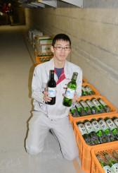 早池峰ダム内にワインを貯蔵し、今後の熟成を期待する関係者