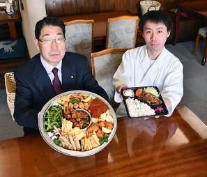 料理の持ち帰りや配達サービスを始めた東和温泉の(左から)佐々木力弥社長と畠山拓也総料理長