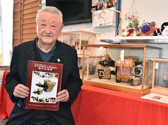 「くびふりべーご」の伝承実技講習会の記録集をまとめた熊谷睦男さん