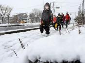 雪なんの、待望の登校 県内小中学校始業式ピーク
