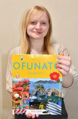 新たな観光ガイドを紹介するオリビア・リーさん