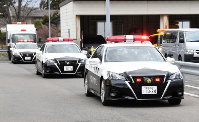 取り締まりに出動する県警のパトカー