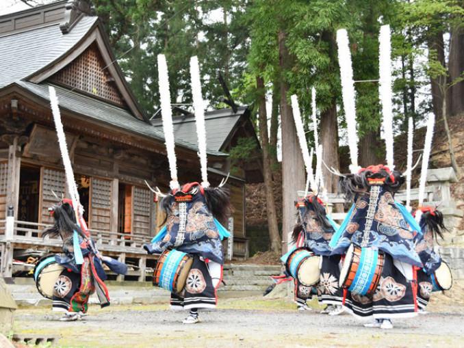 新型コロナウイルス感染症の終息などを願って踊りを奉納する春日流落合鹿踊保存会
