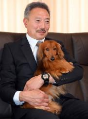 ペディグリーアワードの受賞を喜ぶ上村昭広さんとイチロー