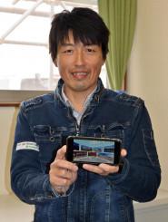 自身が開発したアプリ「IWATE360VR」を紹介する藤平達也さん