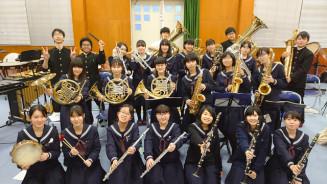 定期演奏会に向けて練習を重ねる釜石高吹奏楽部のメンバー