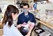 老舗の染屋がマスク製造 花巻の3店、熟練の技を生かし