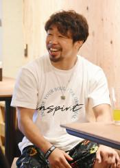 「頑張ってきたことは無駄にはならない」と中高生へメッセージを送る八重樫東さん=横浜市