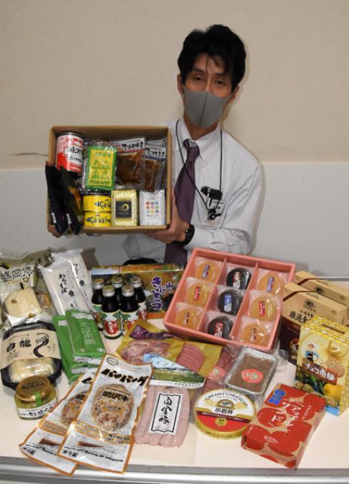 県産品を詰め合わせる「イワテバコ・夏」。離れて暮らす家族や知人に岩手の味を届ける