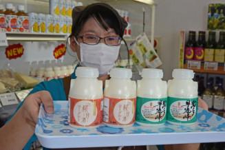 ハヤチネフーズ事業本部の新商品「のむ糀甘酒ヨーグルト」(左)と「岩手早池峰のむヨーグルト」