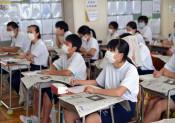 紙面編集の工夫学ぶ 盛岡・仙北中で出前授業