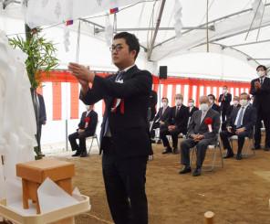 新校建設工事の安全を祈願する黒沢洋史社長