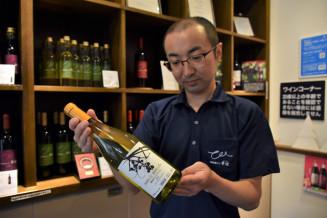 2019年産「紫波モンドブリエ」の発売を控え、「香りを楽しんでほしい」と期待を込める佐藤大樹醸造課長