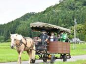 9周年祝い馬車で周遊 一関・骨寺村荘園交流館