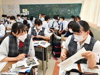 新聞の見出しや写真の特徴を学ぶ花巻南高の1年生