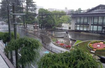 強い雨となった盛岡市内=午前9時30分