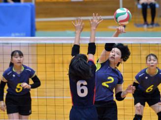 和賀地区のバレーボール女子予選グループ戦 湯田-和賀西=6月20日