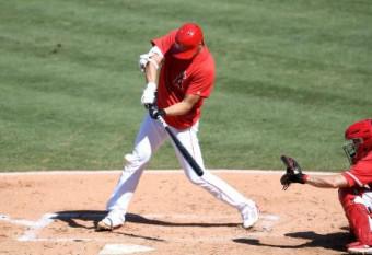 実戦形式の練習で二塁打を放つエンゼルスの大谷=11日、米カリフォルニア州アナハイム(ゲッティ=共同)