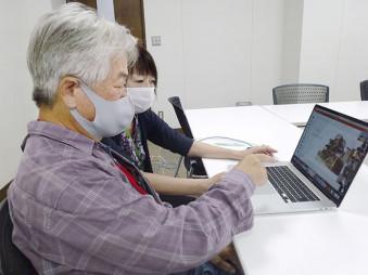 ビデオ会議アプリ「Zoom」で学生に説明する武田恒男さん=6月、東京都町田市