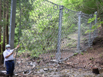 土砂災害に備えて女川に設置されたワイヤネット