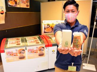 三陸産の海産物が詰まった瓶ドンをPRする太田昇さん