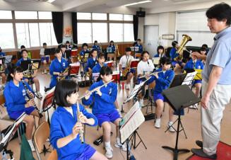 イーハトーヴ吹奏楽祭に向けて練習に励む花巻中の生徒