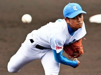 高田―一関工 5回裏から登板し、1人の走者も許さなかった高田の佐藤=18日、花巻市・花巻球場