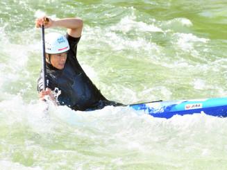 奥州いさわカヌー競技場で練習に汗を流す羽根田卓也選手