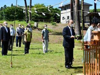 碁石海岸キャンプ場の安全を祈願する関係者