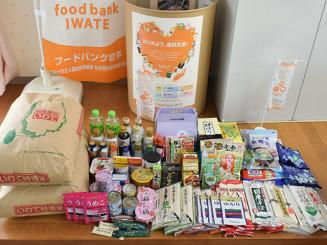 平泉町社会福祉協議会のフードバンクポストに寄せられた食料品