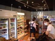 JR遠野駅売店、装い新た 地元具材おにぎり販売