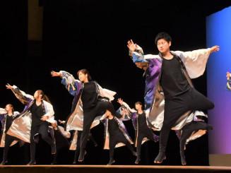 躍動感あふれる演舞を披露した「琉子幻」のメンバー