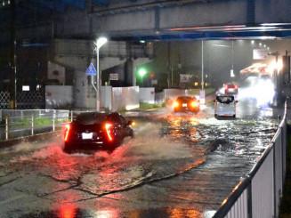 大雨で冠水した宮古市の国道=2019年