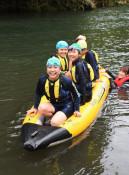 笑顔きらめく水辺遊び 岩手町の児童が里川キャンプ