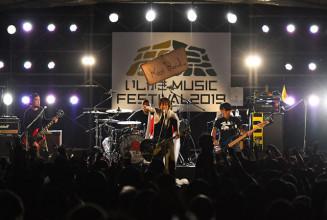 昨年のいしがきミュージックフェスティバルの大トリを務めた「Ken Yokoyama」=2019年9月、盛岡市内丸・岩手公園