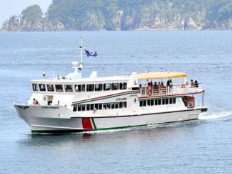 県北バスが来年1月で事業を終了する浄土ケ浜の遊覧船=7月、宮古市