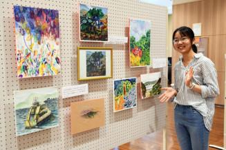 「個展を開けたのもここで出会った友人たちのおかげ。たくさんの人に見てほしい」と話す李子平さん