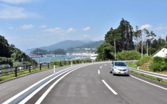 高台に新設された県道大船渡広田陸前高田線の久保-泊区間
