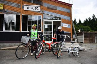 岩沢駅に配置した無料レンタル自転車。地区の景観巡りに役立てる