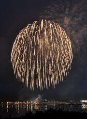 山田湾の夜空を彩った花火