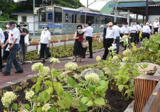 IGR岩手川口駅前に整備された「花のみち」。園井恵子の旅立ちに思いをはせた