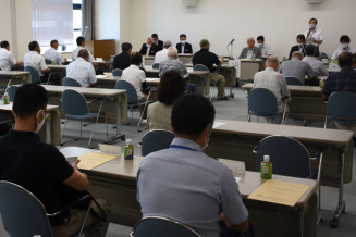 初会合を開き、合併協議の進め方を確認する漁協関係者ら=26日、洋野町役場種市庁舎