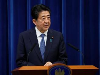 記者会見で辞意を表明する安倍首相=28日午後5時10分、首相官邸
