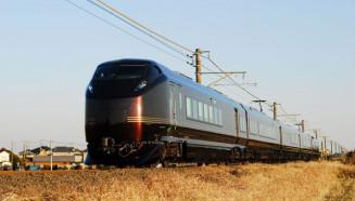 3年ぶりに県内を走行するハイグレード車両E655系「なごみ(和)」(JR盛岡支社提供)