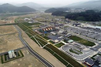 かさ上げされ整備された、陸前高田市の市街地=8月(小型無人機から)